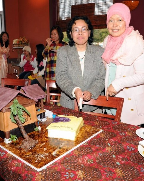With Faridah, who made the extraordinary cake.
